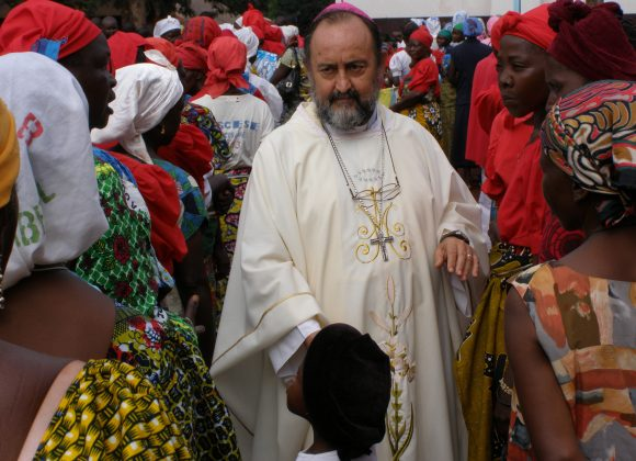 BANGASSOU – Catholic bishop shields Muslims